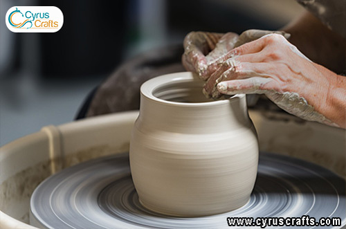 forming pottery by pottery wheel